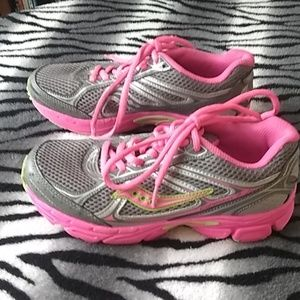 PINK! Saucony Cohesion 7, size